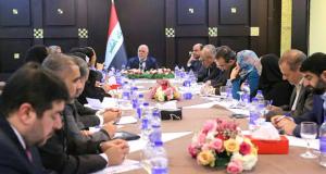 حيدر العبادي يجتمع مع نواب واعضاء مجلس محافظة البصرة بحضور المحافظ ورئيس مجلس المحافظة (12/كانون الثاني/2016)