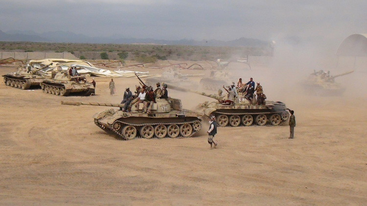 اليمن: أنباء عن استهداف صاروخ باليستي لقاعدة العند الجوية