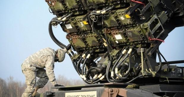 جندي أمريكي عند منظومة باتريوت الصاروخية
