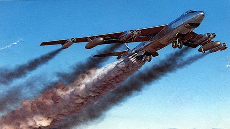 امريكا كانت على وشك أن تدمر نفسها بقنابلها النووية والهيدروجينية
