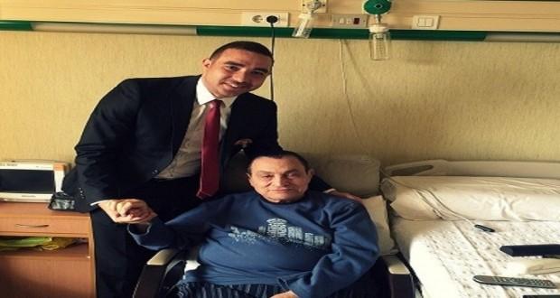 الرئيس المصري الأسبق حسني مبارك برفقة كريم حسين