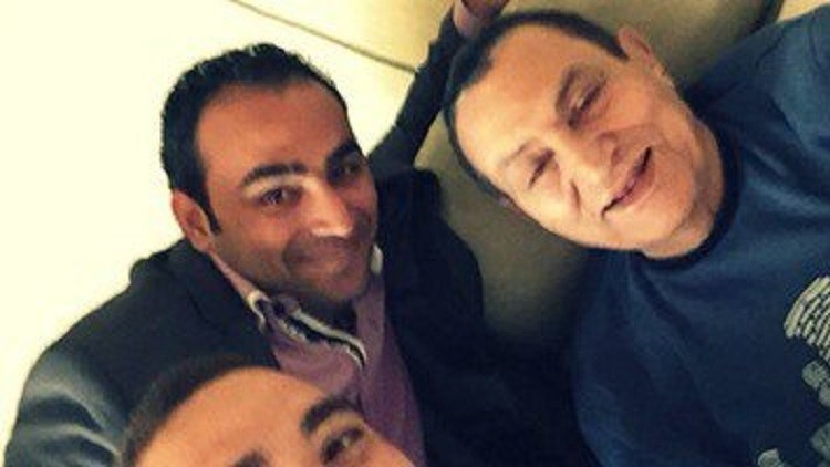الرئيس المصري الأسبق محمد حسني مبارك برفقة كريم حسين