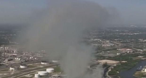 عاجل: حريق ضخم في إحدى شركات النفط بولاية تكساس الاميركية