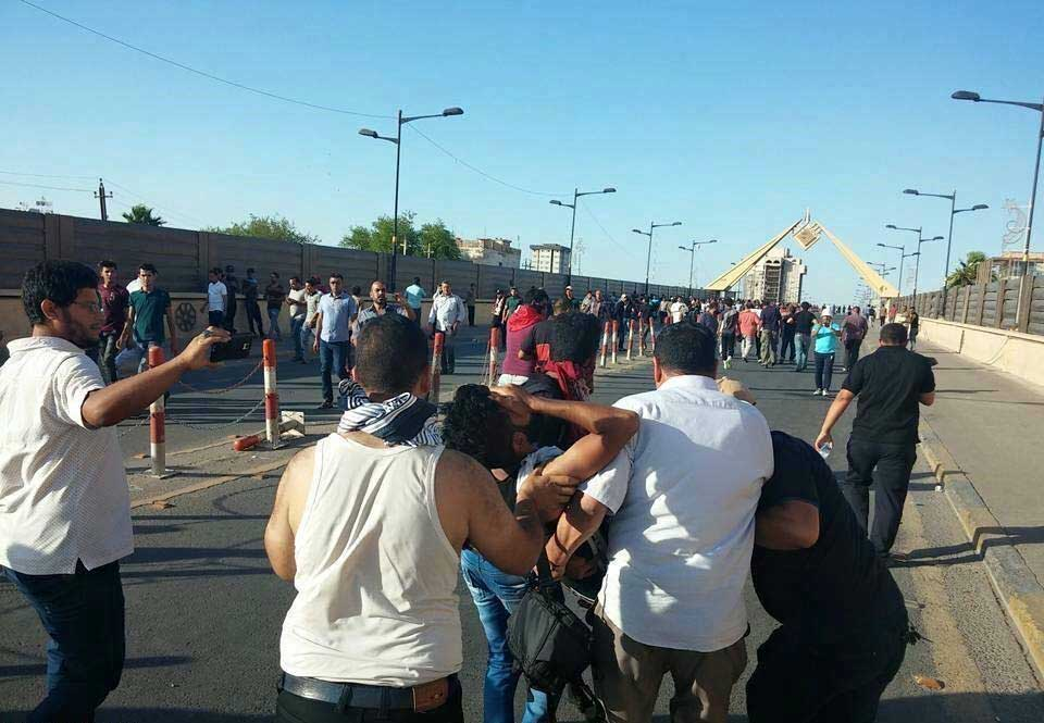 بالصور: ماذا حدث للمتظاهرين نتيجة وصولهم بوابات المنطقة الخضراء؟