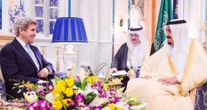الملك السعودي سلمان بن عبدالعزيز يستقبل وزير الخارجية الأمريكي جون كيري (واس)