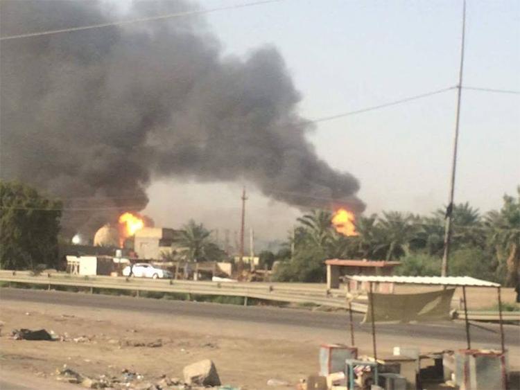 """صور تفجير معمل غاز التاجي من قبل عصابة """"داعش"""" الأجرامية"""