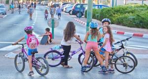 إسرائيل: منع الفتيات فوق سن الخامسة من ركوب الدراجات