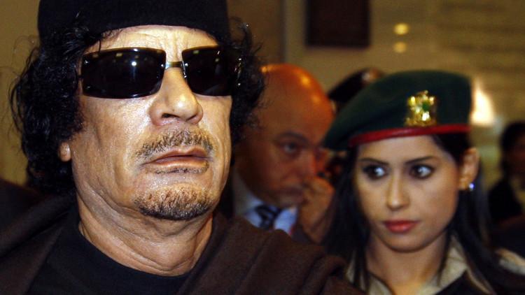 ما هو سر اختيار معمر القذافي الإناث لحمايته ؟!