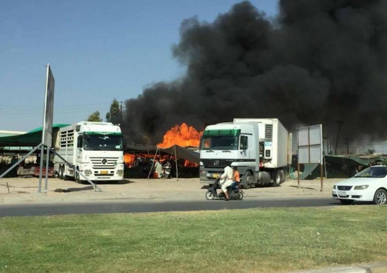 بالصور .. حريق كبير في حي رمضان على الطريق السريع في محافظة كربلاء