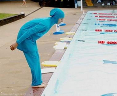 عمدة بلدة إيطالية يحظر على المسلمات ارتداء زي السباحة الإسلامي