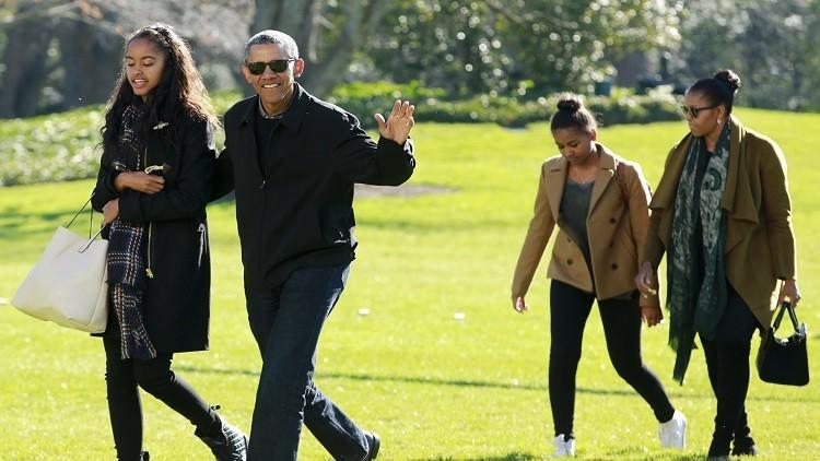 ساشا اوباما تعمل تعمل نادلة في مطعم!