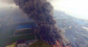 تصاعد دخان كثيف من محطة لتوليد الطاقة الكهربائية في الصين