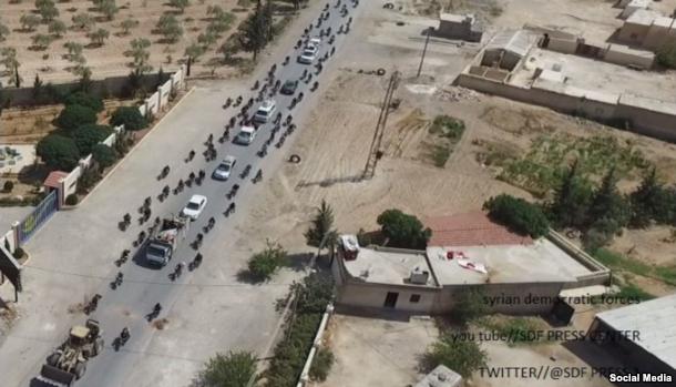 """بالصور .. """"داعش"""" يستخدم المدنين كدروع بشرية في منبج"""