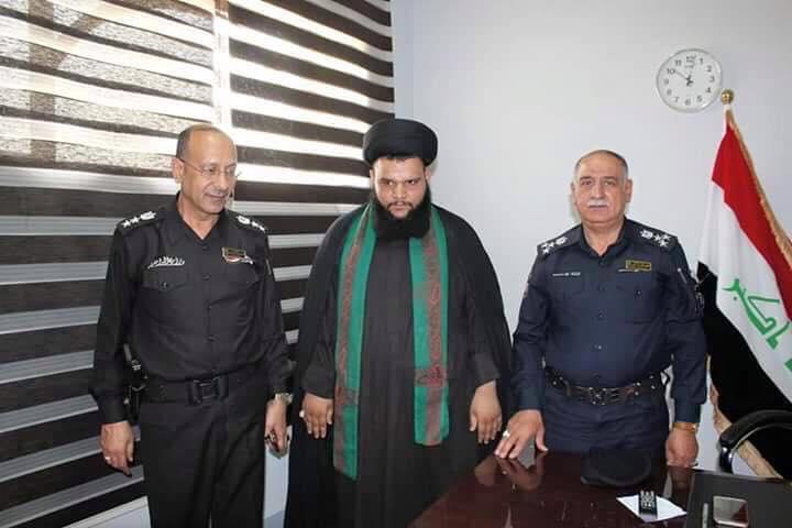 صورة لعلي باقري مع ضباط عسكريين (مصدر الصورة فيسبوك)
