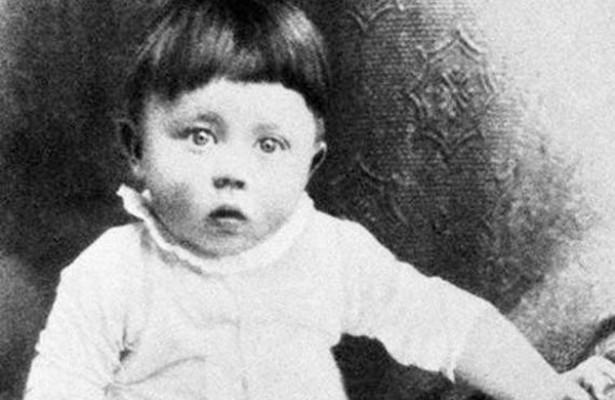 صورة نادرة للزعيم الألماني أدولف هتلر في طفولته
