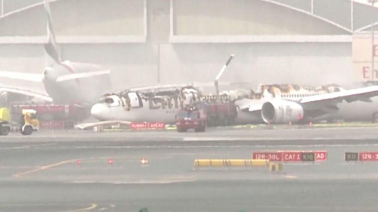 وفاة رجل إطفاء في حريق الطائرة الاماراتية بمطار دبي