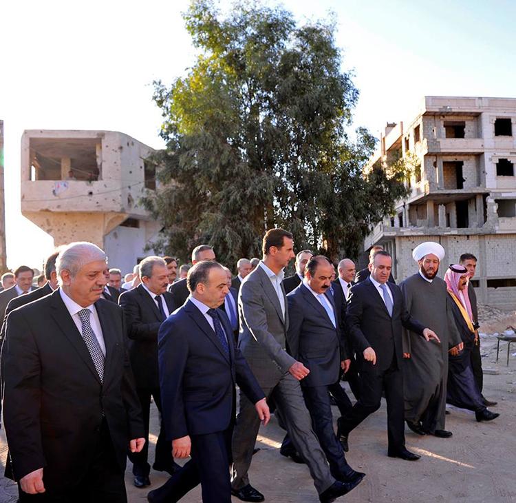 الرئيس السوري بشار الاسد يصلي صلاة عيد الاضحى في مسجد الصحابي سعد بن معاذ في درايا (12/ايلول/2016)