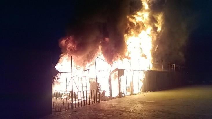 حريق يلتهم احدى مباني شارع المتنبي في بغداد