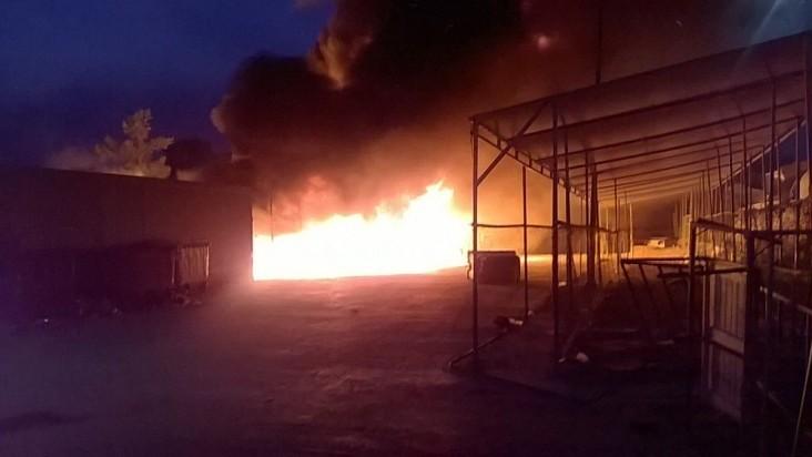 بالصور .. حريق مخيم اللاجئين في اليونان