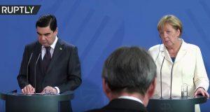 بالفيديو .. خوف الرئيس التركماني من السم يدهش الألمان!