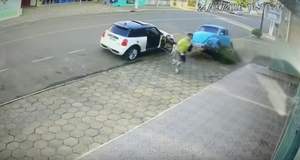 شاب برازيلي ينجو من الموت بأعجوبة (فيديو)
