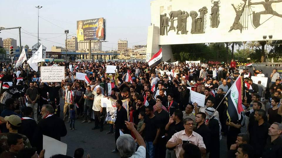 بالصور .. الآلاف يتظاهرون في ساحة التحرير وسط بغداد