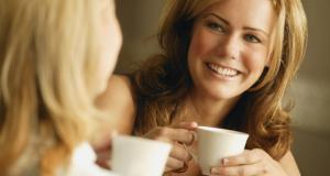 دراسة امريكية: النساء اللاتي يشربن القهوة يومياً أقل عرضة للإصابة بالخرف