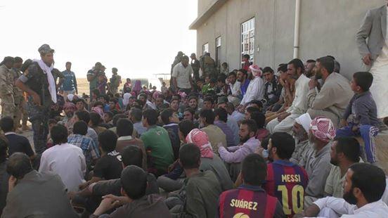 بالصور: تحرير اكثر من 100 عائلة محتجزة لدى داعش جنوب الموصل