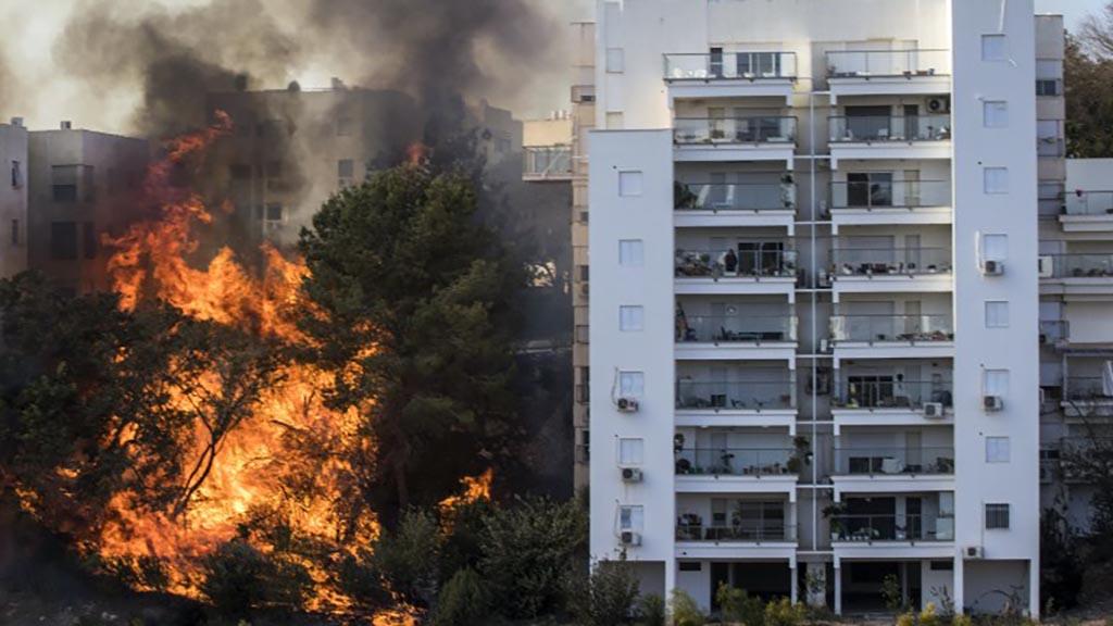 اندلاع حريق بمجمع تجاري قرب مول المنصور غربي العاصمة