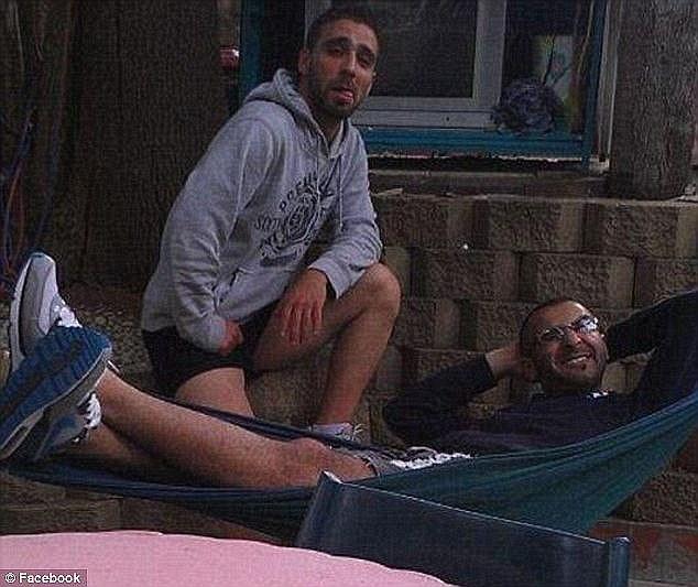 من اليسار إلى اليمنين، عمر العراقي ومحمد الكويتي سيقضون ما لا يقل عن 15 عاماً وراء القضبان.