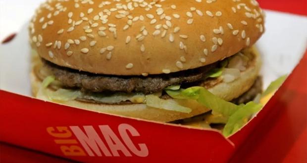 بيج ماك هو اشهر انواع الوجبات السريعة الذي يباع حول العالم في مطاعم ماكدونالدز، وتقول تقارير بإن مبيعاته قلت في السنوات الأخيرة (Google Images)