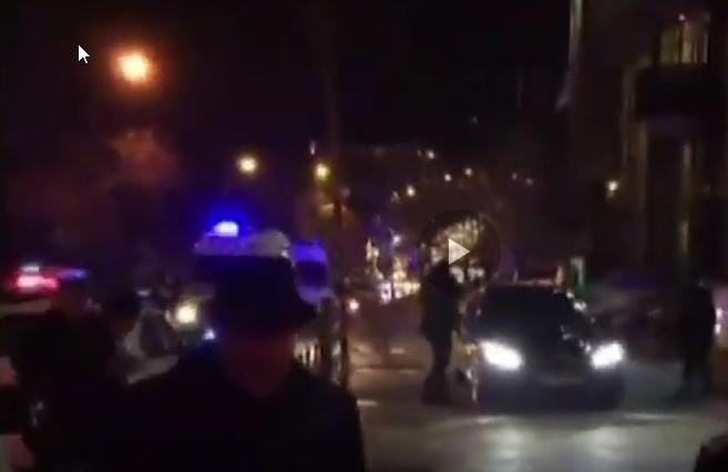 فيديو: مشاهد من مكان إطلاق النار على السفير الروسي في أنقرة