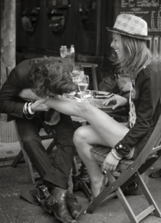 المغني جوني ميتشل وصديقته الموسيقية البريطانية غراهام ناش