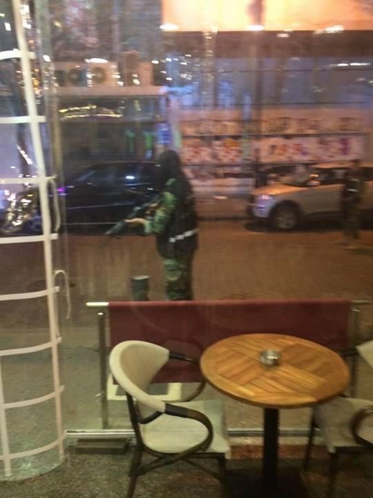 صور من موقع احباط العمل الإرهابي في شارع الحمراء