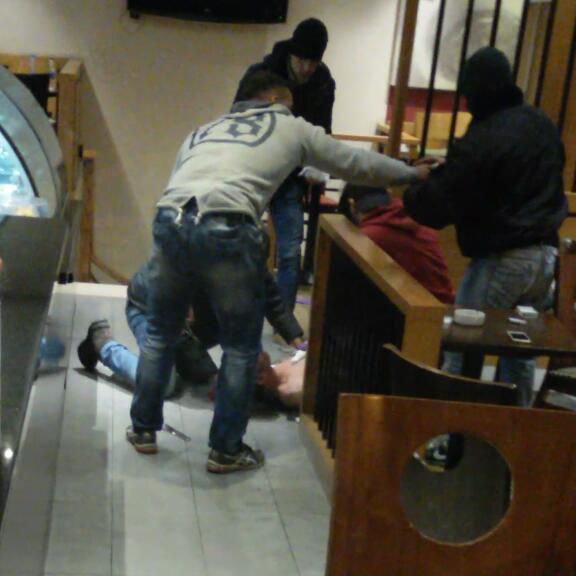 لحظة القاء القبض على الأرهابي الانتحاري في شارع الحمراء ببيروت