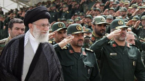 """واشنطن قد تدرج """"الحرس الثوري الإيراني"""" لقائمة الإرهاب"""