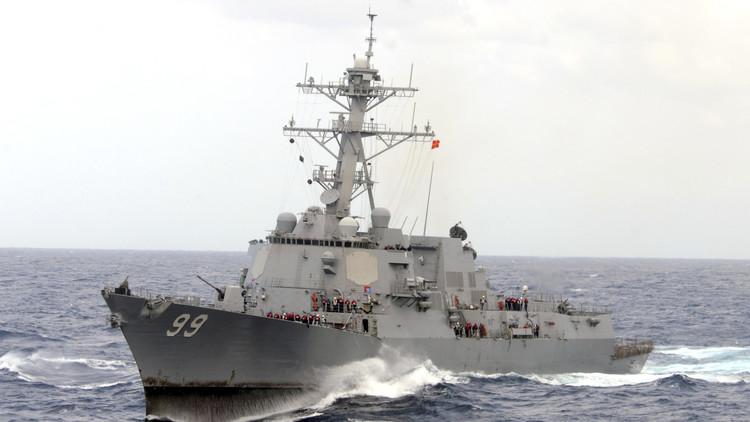 مسؤولون أمريكيون: الجيش الأمريكي ينشر مدمر تابعة للبحرية قبالة اليمن قرب مضيق بابا المندب