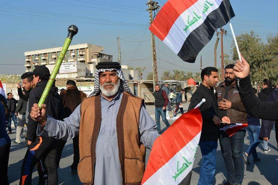بالصور… توافد المتظاهرين من التحرير الى المنطقة الخضراء