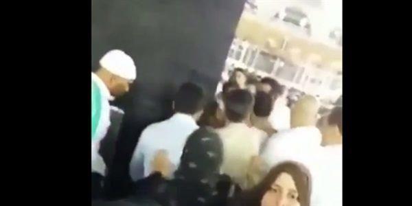 عاجل .. بالفيديو: القاء القبض على شخص حاول احراق الكعبة المشرفة بالبانزين
