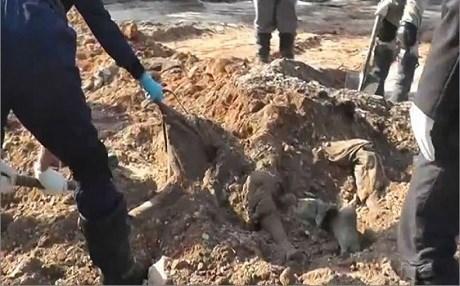 """سوريا: العثور على مقبرة جماعية لقتلى """"الجيش السوري الحر"""" قتلوا على يد تنظيم """"جند الأقصى"""" الإرهابي"""