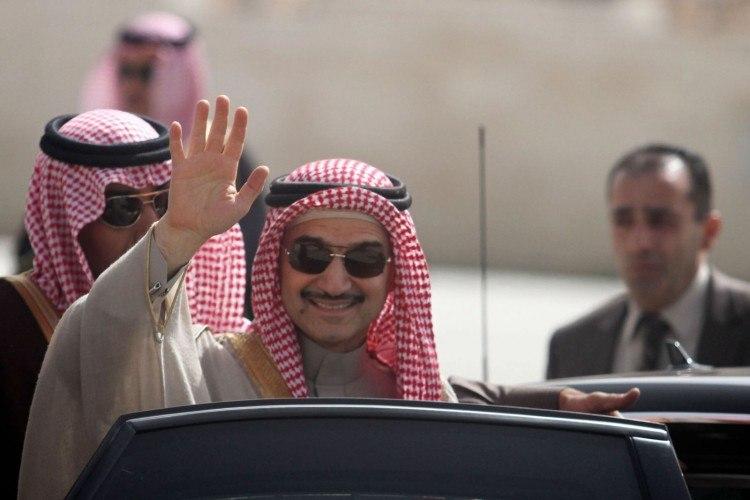 صحيفة تكشف عن قيام السلطات السعودية بنقل الوليد بن طلال إلى جهة أخرى