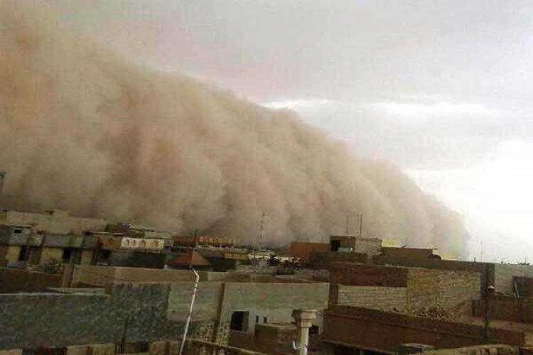 عاصفة ترابية تضرب محافظة الانبار وتتجه نحو بغداد