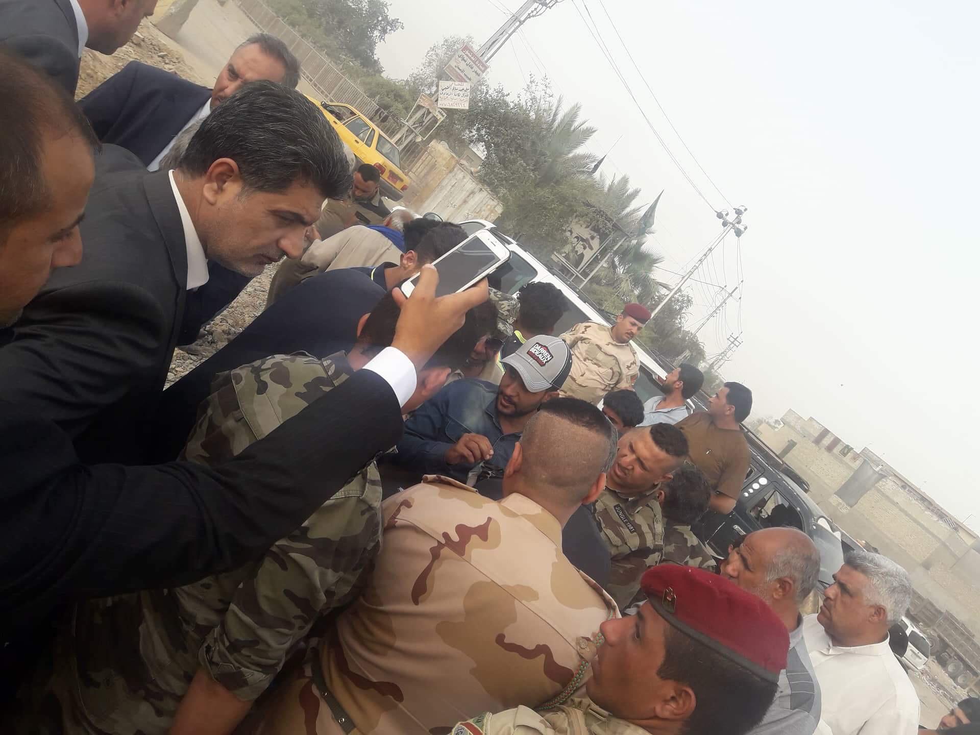 بالصور: وصول وفد من رئاسة الوزراء إلى منطقة المعامل للاستطلاع على الية العمل ومعرفة الاحتياجات والخدمات التي تحتاجها المنطقة