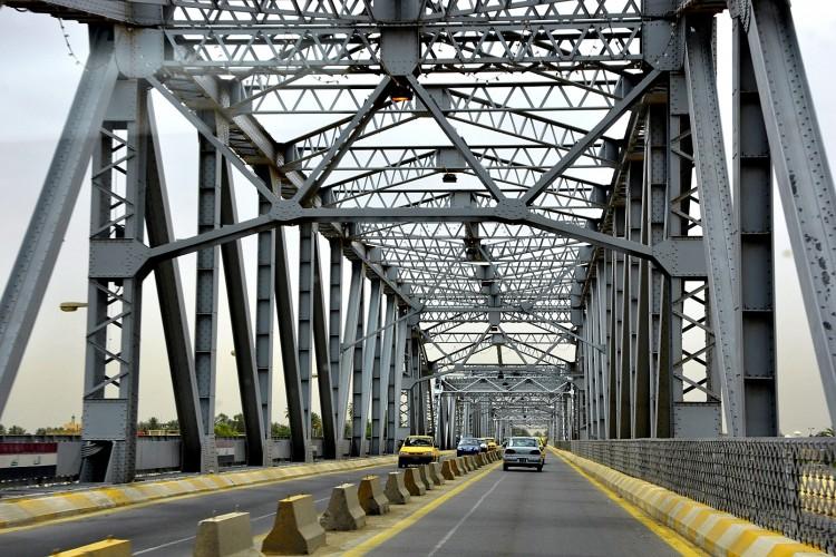 عمليات بغداد تعلن قطع جسر الصرافية يوم غد الجمعة