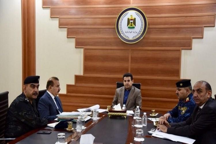 وزير الداخلية يوجه بمعالجة ظاهرة تناول الخمور في الأماكن العامة