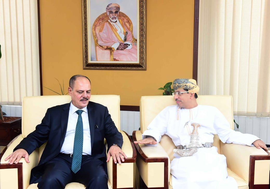 اللامي يبحث مع وزير الاعلام العُماني في مسقط  تعزيز العلاقات الاعلامية والثقافية بين البلدين وسبل استمرار دعم العراق في معركته ضد الارهاب