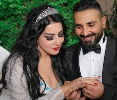 الفنانة سمية الخشاب تنفي مزاعم طلاقها من أحمد سعد