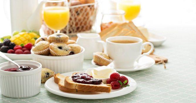 تناول وجبات خفيفة تعويض عن أهم الوجبات اليومية .. تعرف عليها
