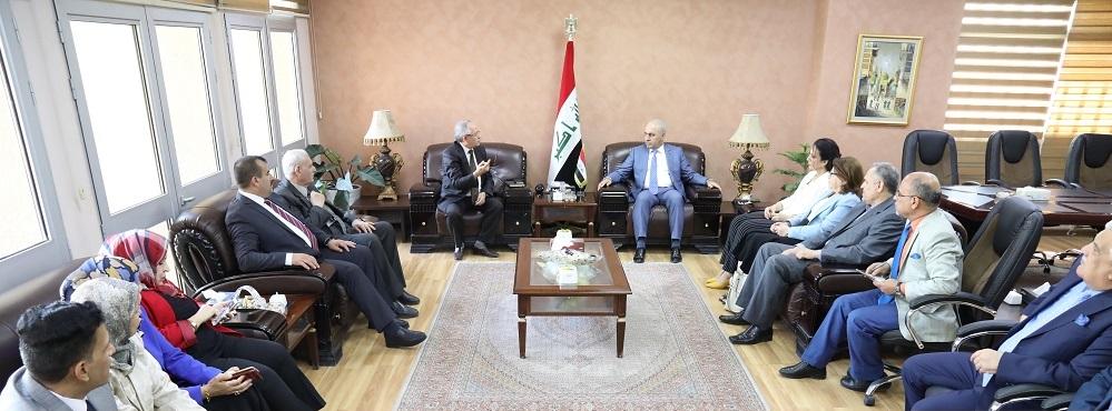وزير التخطيط: العراق تجاوز قلة إيرادات النفط