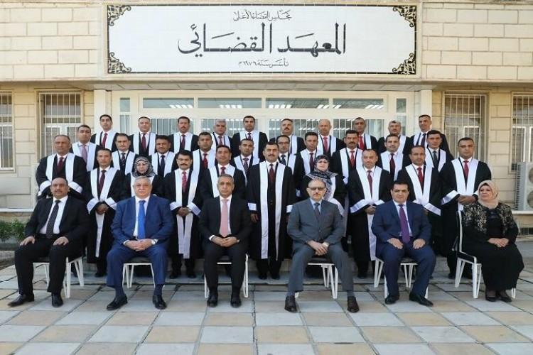 المعهد القضائي يخرج دورة جديدة من القضاة